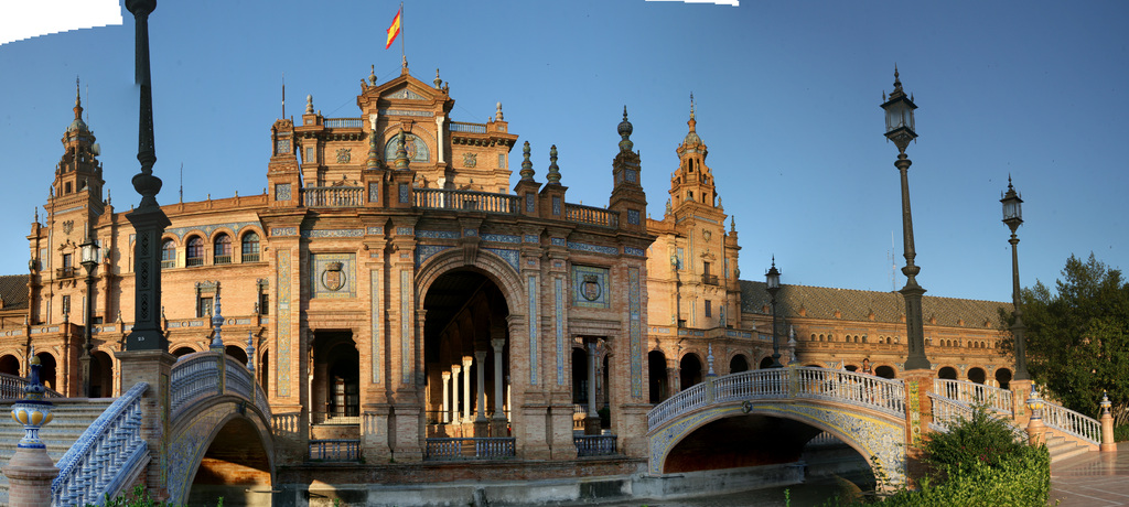 sevilla plaza de espana close middle.jpg